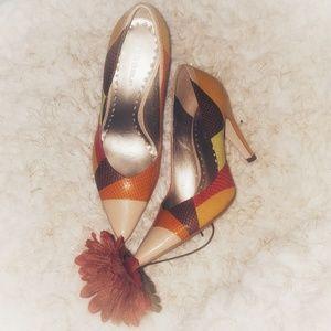 🍁Embossed Leather Fall Pumps BCBGIRLS EUC🍁